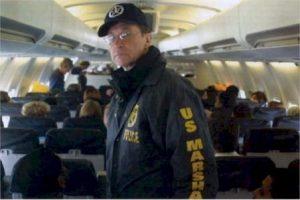 transporte de presos en vuelo comercial