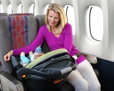 viajar en avion con bebe|bebe viajando en avion
