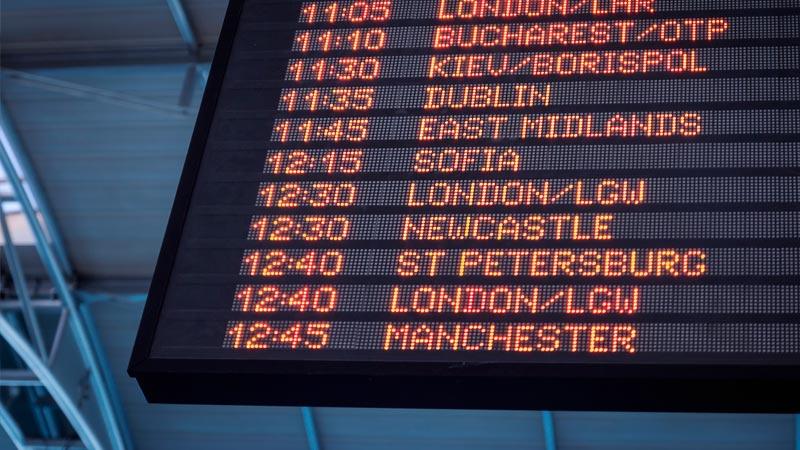 Monitor de despegues en el aeropuerto