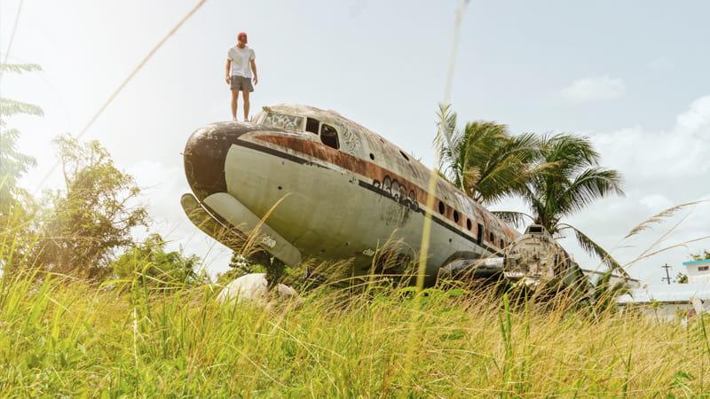 Avión viejo desgastado