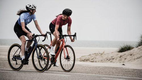 Chicas en bicicleta