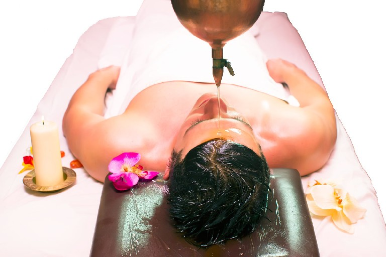 Masaje ayurvédico abhayangam y champi