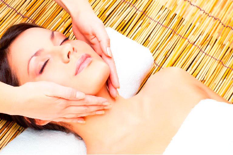 Masaje japonés de tonificación facial